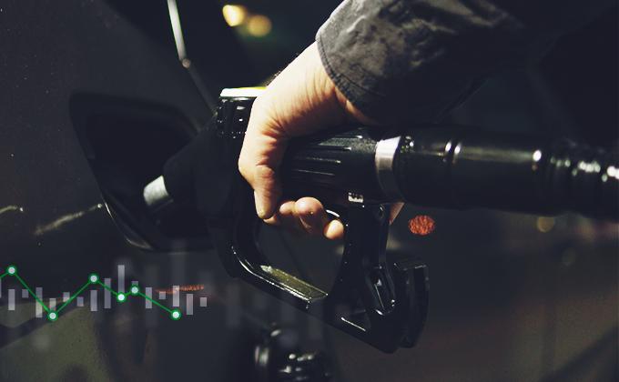 Zlevňování benzínu po čtyřech měsících ustalo, nafta zlevňuje dále