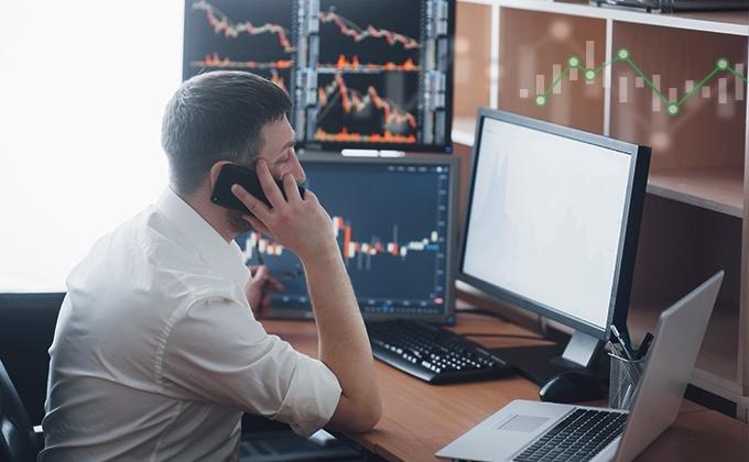 Akciové valuace indikují podprůměrné očekávané výnosy